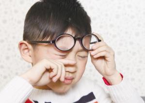 那么多中国孩子戴眼镜