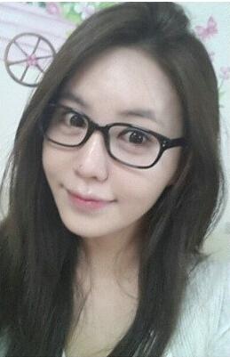 姜艺彬是典型的喜欢素颜自拍的明星