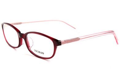 方脸型——适合圆型眼镜架 方形脸的人两颊较宽,脸较短,看起来刚强