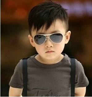 小孩戴墨镜好不好?