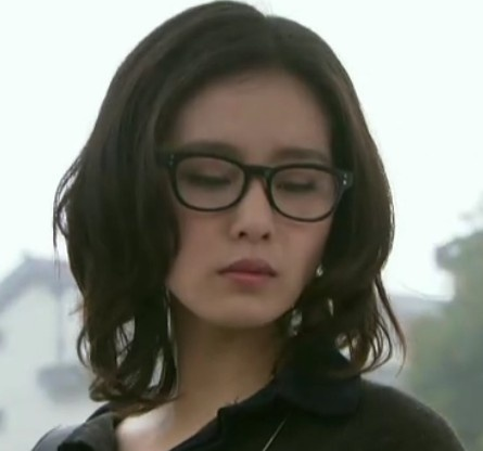 刘诗诗戴框架眼镜