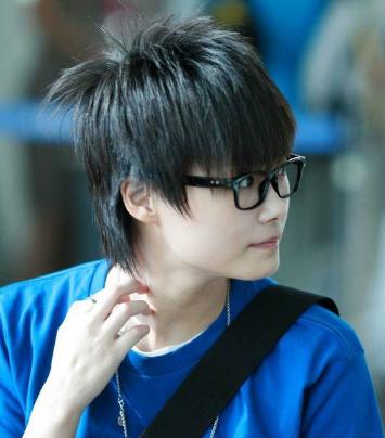 刚刚出道时的李宇春以中性形象示人,你还记得她如此清纯可爱的一面吗?