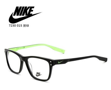 这些眼镜,称为阅读助视器, 有一个凸起的立式镜片,边框是用铁,牛角或