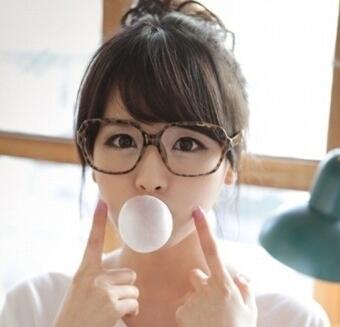 一款可爱感十足的女生眼镜造型