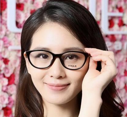 刘诗诗眼镜素颜