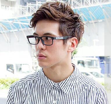男头发少戴眼镜发型 男生戴眼镜