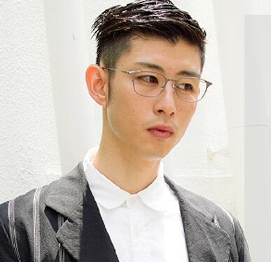 戴眼镜的男生适合啥发型