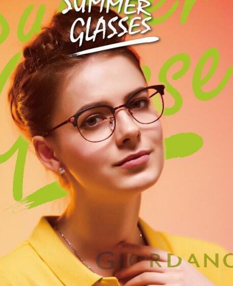 细边框的女士眼镜架展现出女生优雅细致的一面
