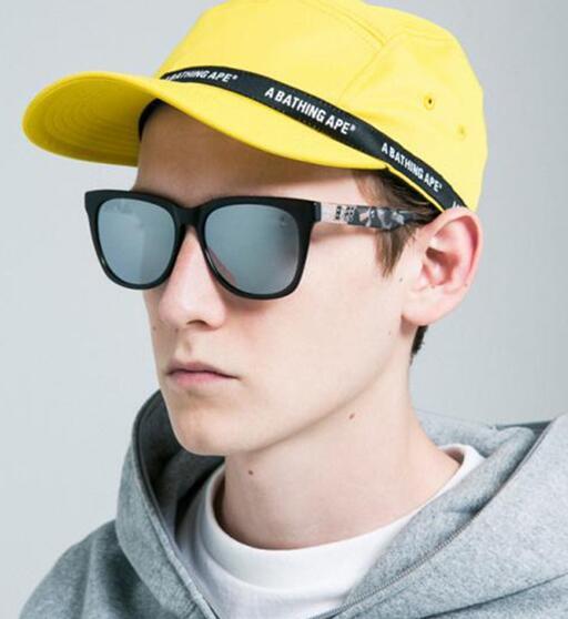 了美式街头潮流感,复古和摩登元素相结合,打造出今年的 bape 眼镜款.图片