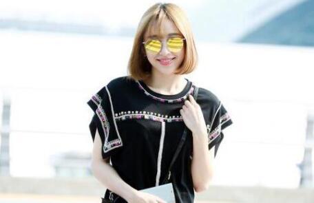 一起来看看韩国当红女星的墨镜街拍吧~ 最近掀起短发热潮的荧幕女王黄