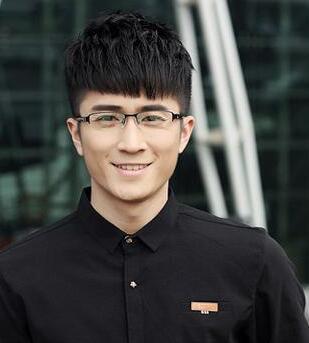 3,眼镜男的时尚干练发型 一款清新帅气风式的男生眼镜发型设计,只是