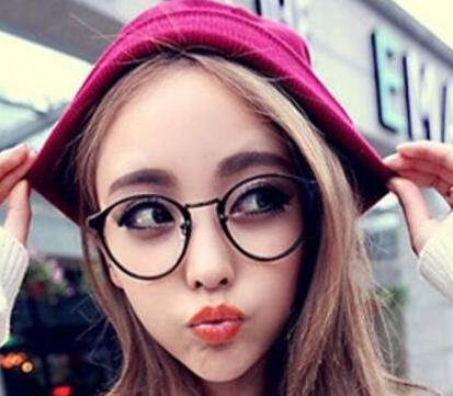 俏皮可爱的女生代名词,如果加上充满质感和时尚感的复古半边金属眼镜