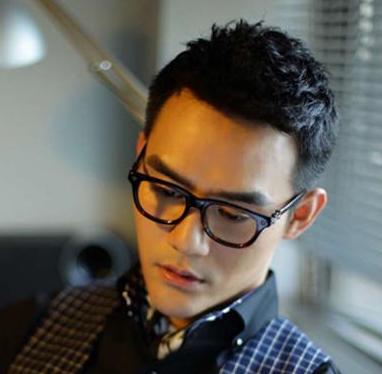 哪个男星戴高级眼镜框最好看?