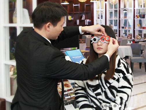 配镜才是治疗近视的最佳方法